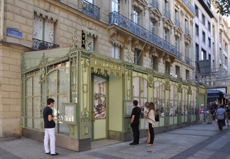 Ladurée,_Champs-Élysées,_Paris_8e_002