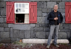 AnthonyBourdain-TravelBuddy,jpg