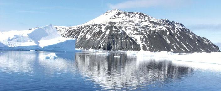 antarctica_reflective_iceberg_scene_weddell_sea